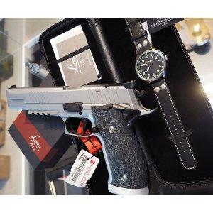 "P226 X SIX SUPERMATCH ""SETPREIS"" + SIG-Uhr"